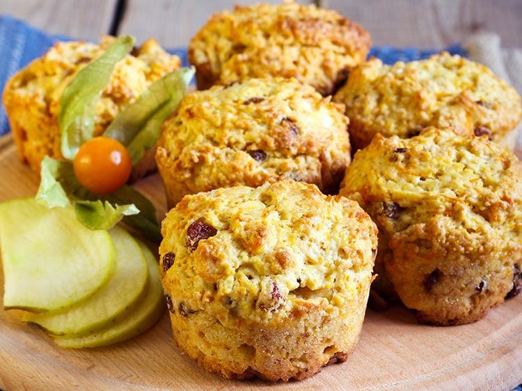 Low Carb Muffins mit Apfel und Rosinen