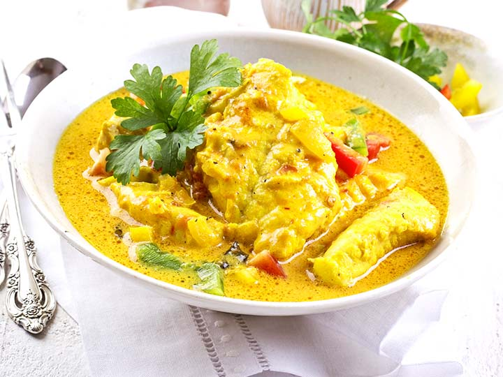 Curry-Kokos-Fischsuppe