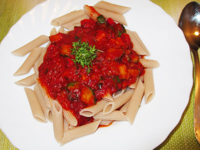 Low Carb Penne mit Tomaten-Zucchinisoße