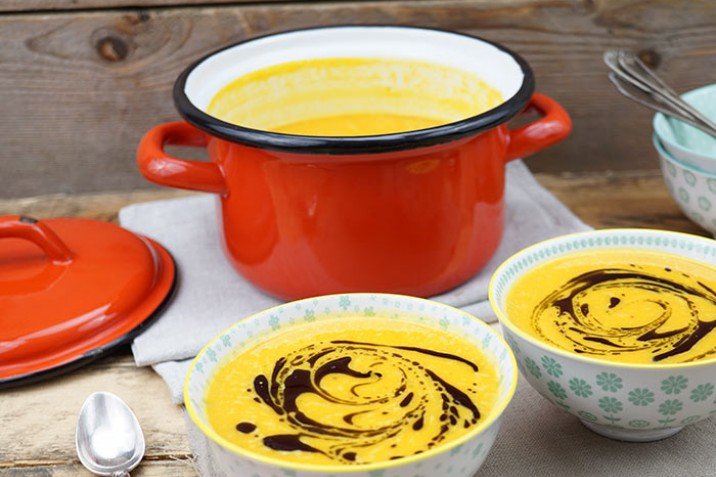 7 Low Carb Suppen zum Aufwärmen