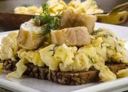Aal auf Rührei und Low Carb Brot