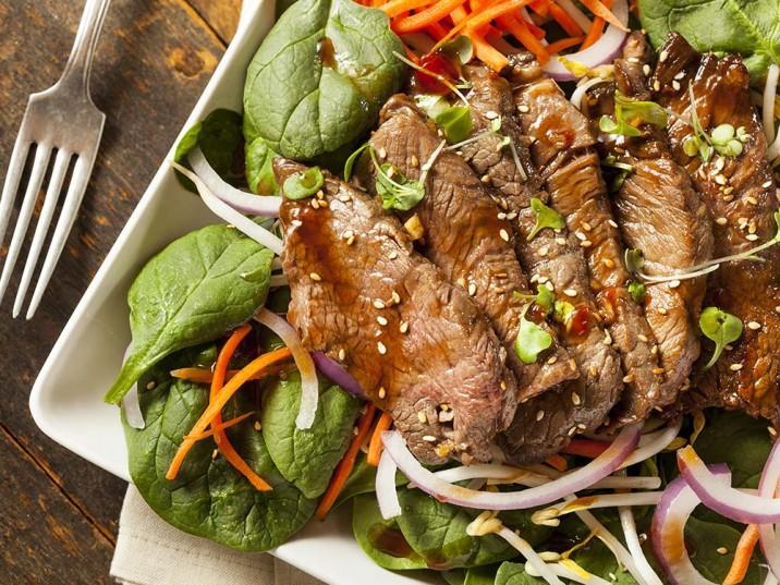 Asia Rindfleischstreifen mit Salat