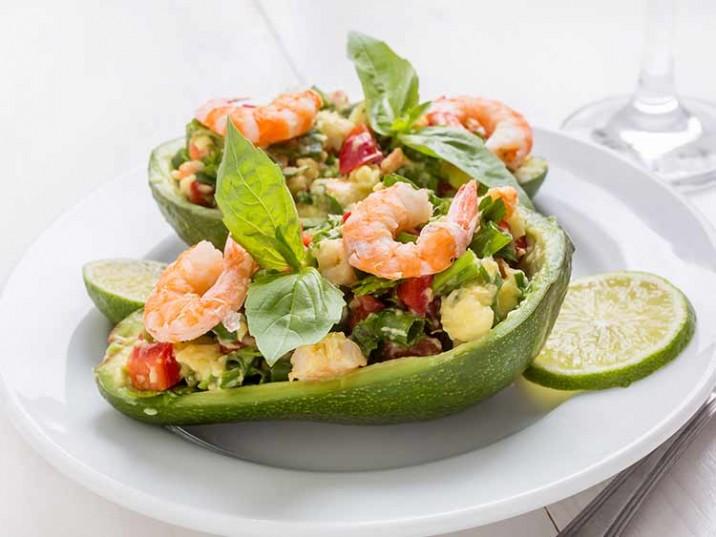 Avocado Salat mit Garnelen und Limette
