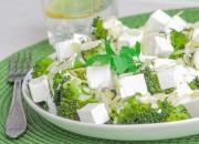 Brokkolisalat mit Feta und Mandeln