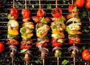 Bunte Grillspieße mit Gemüse und Hähnchenbrust