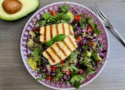 Bunter Salat mit Halloumischeiben
