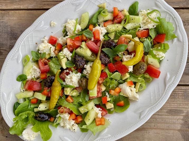 Bunter Salat mit Oliven