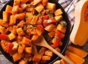 Butternut-Kürbis Pfanne mit Tomaten und Harissa