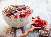 Chia Power Joghurt mit frischen Früchten