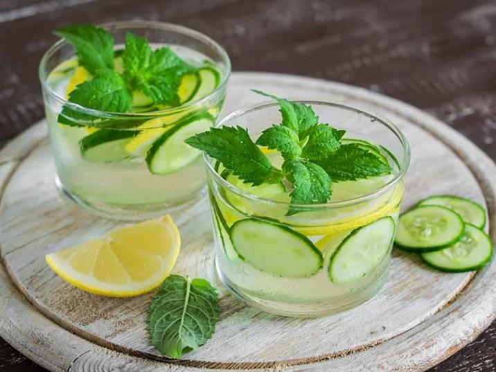 Detox Wasser mit Gurke, Zitrone und Minze