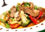 Entenbrust mit Gemüse aus dem Wok