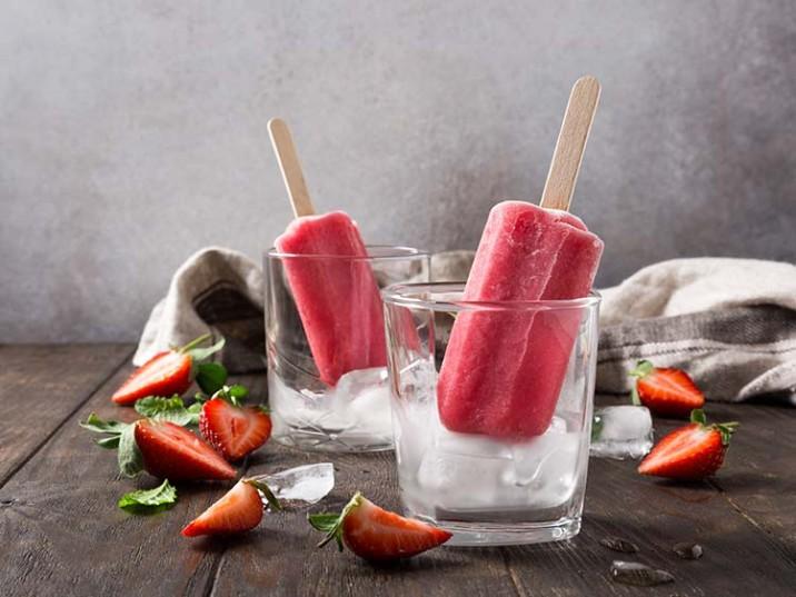 Erdbeer Eis mit Himbeeren