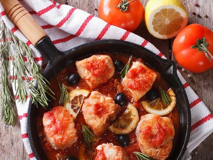Fischpfanne in Mediterrane Tomatensauce