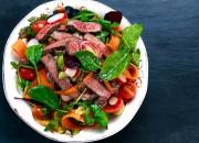 Frischer Garten-Salat mit Rinderfleisch