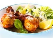 Gegrillte Hähnchenschenkel mit Gurkensalat