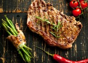 Gegrilltes Steak mit grünen Bohnen