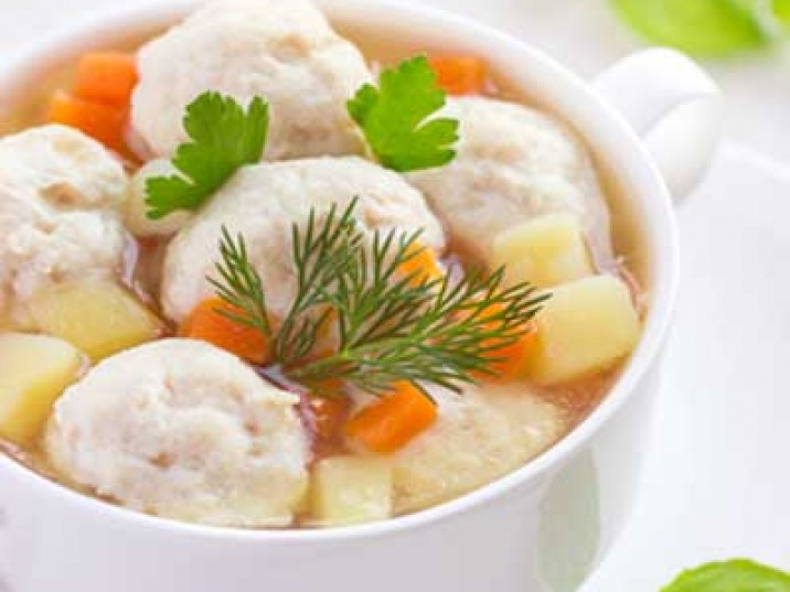 Gemüsesuppe mit Chickenballs