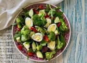 Grüner Salat mit Wachteleiern