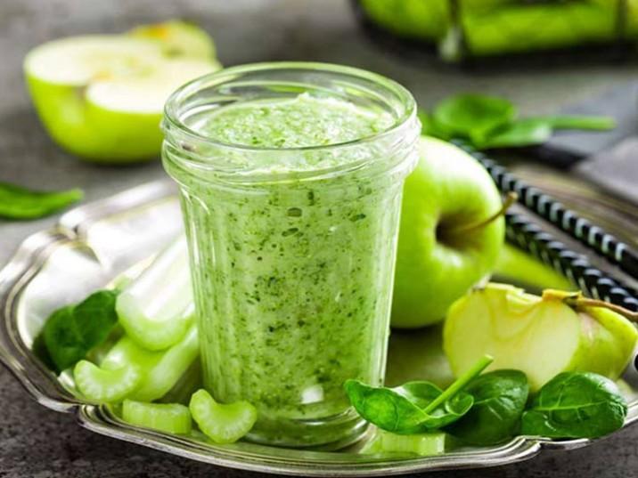 Grüner Smoothie mit Sellerie