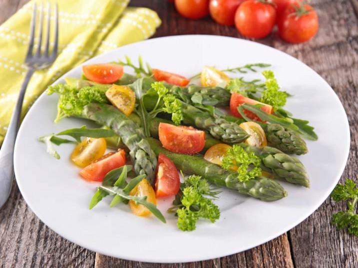 Grüner Spargelsalat mit Rucola
