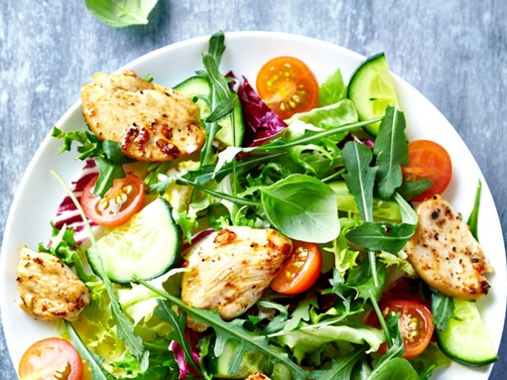 Hähnchenbrust mit bunten Salat