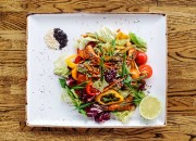 Japanischer Salat mit Garnelen