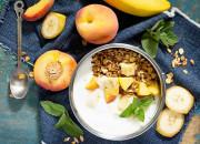 Joghurt mit Pfirsich und Nuss-Müsli