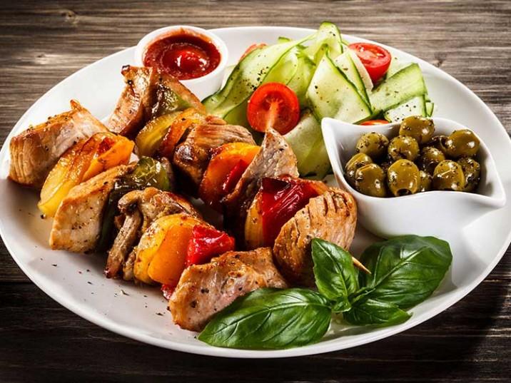 Kalbsspieße mit Gemüse