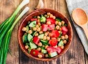 Kichererbsen-Salat mit Tomaten und Gurke
