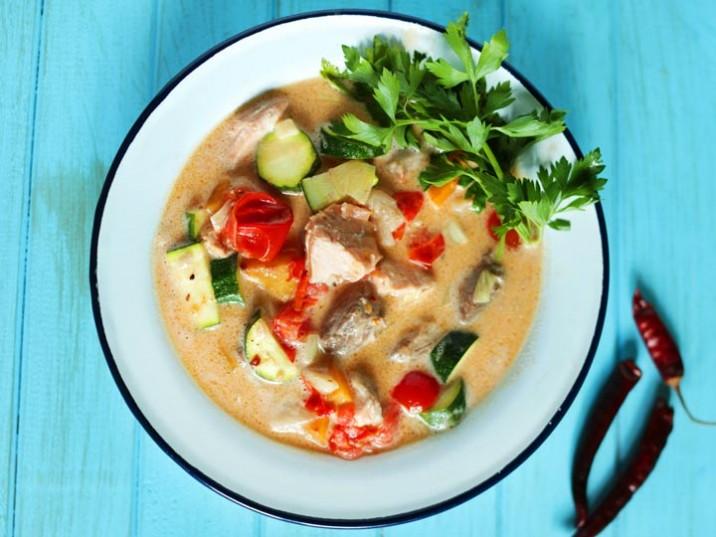 Kokosfischsuppe mit Gemüse