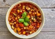 Kürbis Pfanne mit roten Linsen, Paprika und Spinat