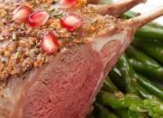 Lammkoteletts mit Kräuterkruste an Spargel