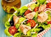 Leichter Salat mit Thunfisch und Oliven