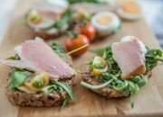 Low Carb Brot mit Rucola und Forelle