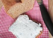 Low Carb Brot mit Ziegenfrischkäse