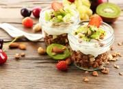 Low Carb Müsli mit Joghurt und Früchten