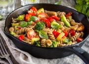 Low Carb Pasta mit Tomaten, Zucchini und Broccoli