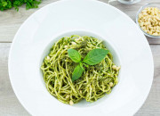 Low Carb Spaghetti mit selbstgemachtem Basilikum-Pesto