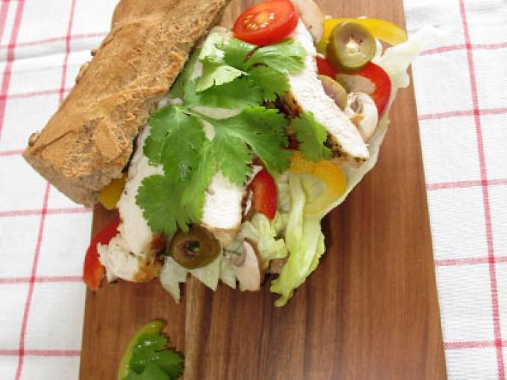 Low Carb Sub mit Guacamole und Huhn