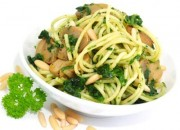 Low Carb Spaghetti mit Spinat-Pesto