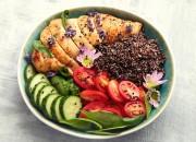 Lunchbowl mit Hähnchen und Quinoa