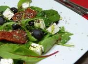 Mangold Salat mit Feta und getrockneten Tomaten