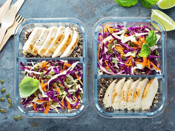 Meal Prep - Hähnchenbrust mit Quinoa, Rohkostsalat und Kürbiskerne