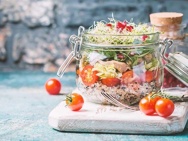 Meal Prep - Quinoasalat mit Thunfisch, Rucola und Granatapfel