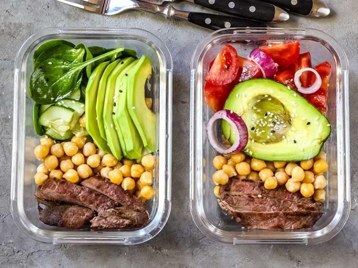 Meal Prep - Rindersteak mit Kichererbsen, Avocado und Tomatensalat