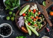 Mediterraner Salat mit Quinoa und Rucola