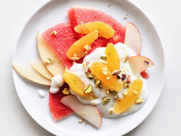 Melone mit Apfel, Joghurt und Orange