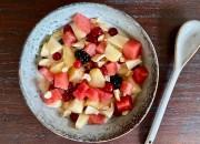 Obstsalat mit Cashewkernen und Joghurt
