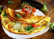 Omelett mit Aubergine und Tomate