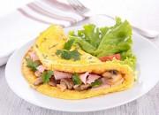 Omelett mit Champignons und Kochschinken